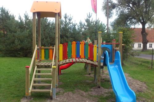 Urządzenie placu zabaw  w miejscowości Grodzisko