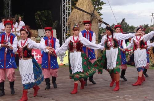 Cykl imprez kulturalnych i rekreacyjnych organizowanych przez Gminne w Dobrzycy