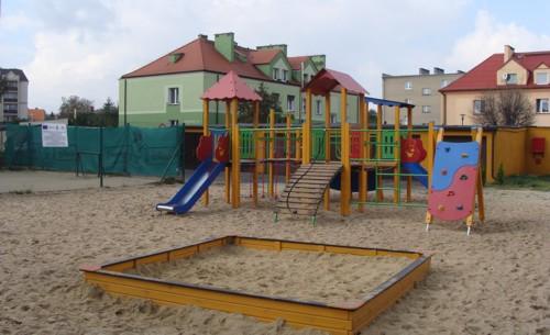 Urządzenie placu zabaw przy Al. Wojska Polskiego w Pleszewie