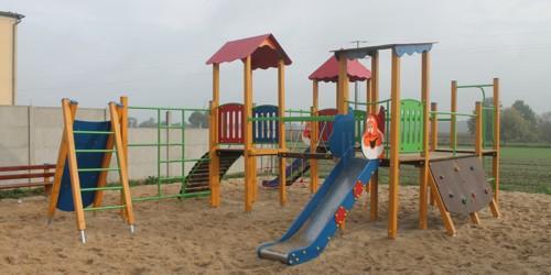Urządzenie placu zabaw w miejscowości Sowina Błotna