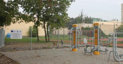 Urządzenie siłowni zewnętrznej przy ulicy Ogrodowej w Pleszewie